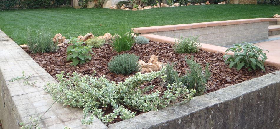 Aiuole decorative baldecchi giardini for Sassi per aiuole